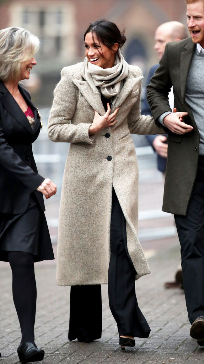 Meghan Markle hóa ra là cao thủ diện áo khoác dáng dài, xem mà học được 11 outfit để style sang như người Hoàng gia - Ảnh 7.