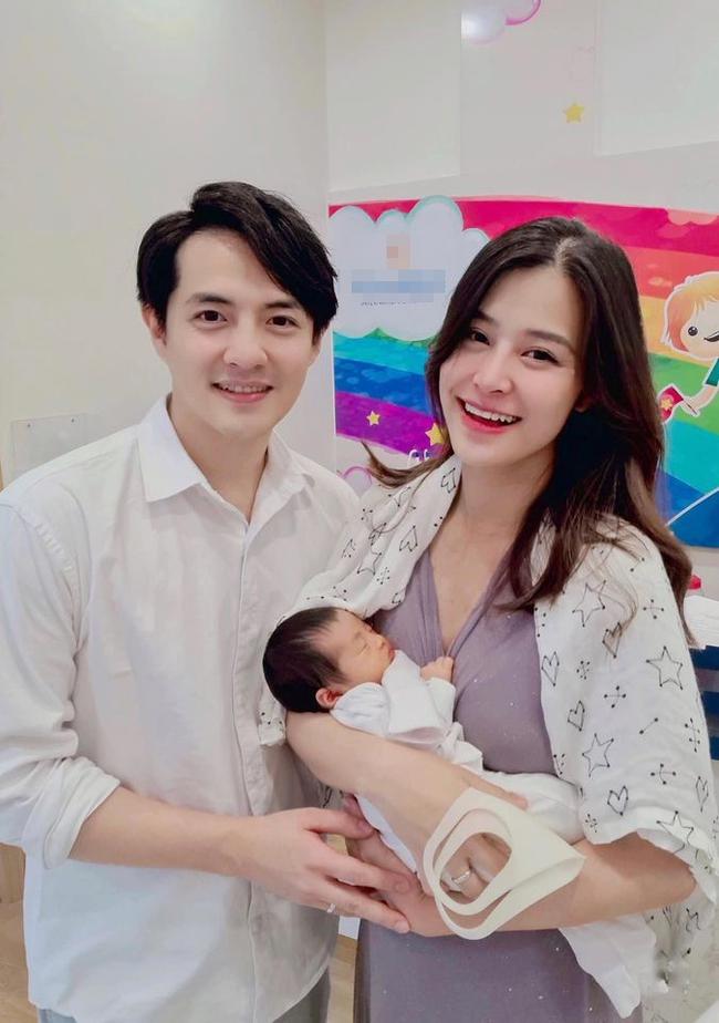 """Sau hơn một tháng chính thức hạ sinh con gái đầu lòng, Đông Nhi cảm thán """"làm mẹ thật là khó"""" - Ảnh 3."""