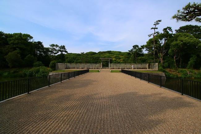 """Bí ẩn khu lăng mộ lớn nhất thế giới tại Nhật Bản: Hình thù kỳ lạ, bất khả xâm phạm và là nơi yên nghỉ của """"Thiên hoàng thần thoại"""" - Ảnh 5."""