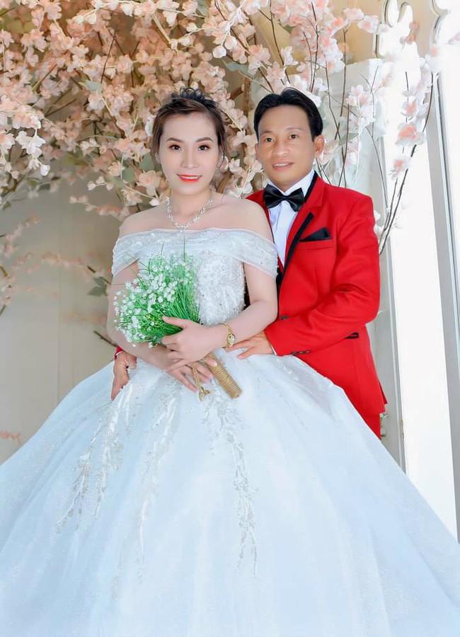 """""""Hẹn ăn trưa"""": Đại gia Bình Phước mang tiền tỷ đi tìm vợ chính thức cưới nữ chính U40 sau 4 tháng - Ảnh 8."""