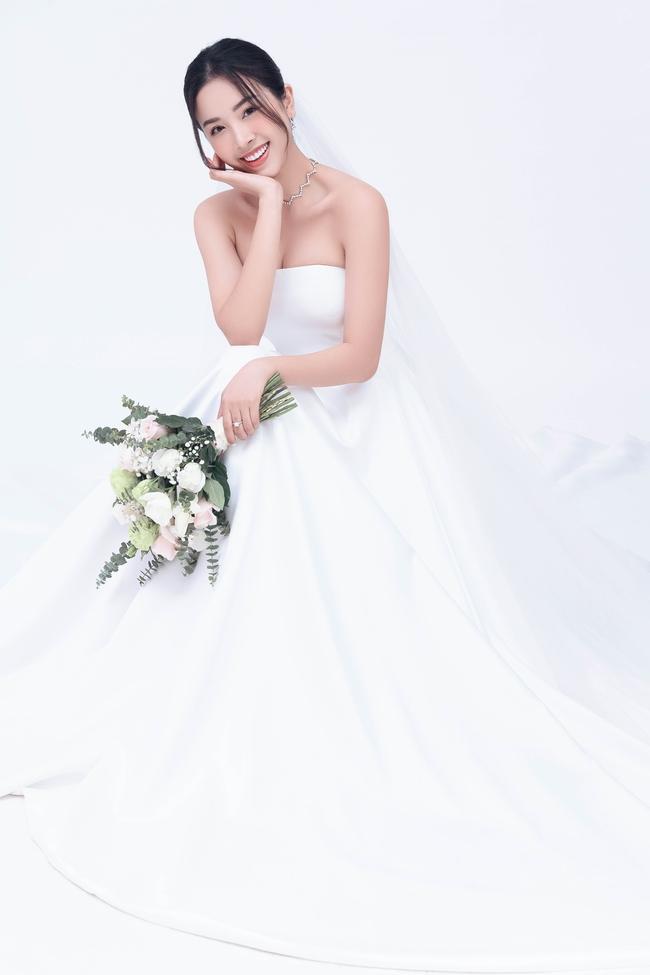 Á hậu Thúy An chính thức tung ảnh cưới đẹp như mơ cùng chồng tiến sĩ, công bố ngày lên xe hoa - Ảnh 1.