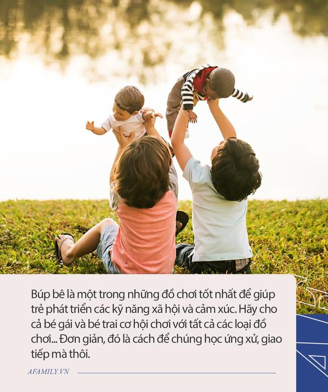Bố mẹ nào cũng cấm bé trai chơi búp bê, nhưng biết được những lợi ích tuyệt vời này ai cũng thấy mình sai quá sai  - Ảnh 3.