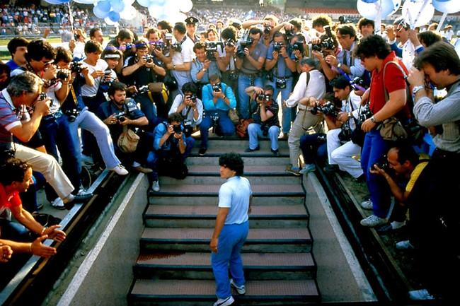 Huyền thoại Diego Maradona và vết trượt dài trong tệ nạn để rồi nhận hậu quả nặng nề cho những năm tháng chơi bời không hồi kết - Ảnh 1.