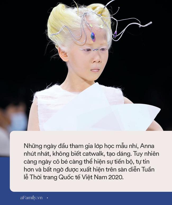 """Bé gái Vĩnh Phúc bị bạch tạng xuất hiện tại Tuần lễ Thời trang Quốc tế Việt Nam: Sở hữu cái tên """"nửa tây nửa ta"""" nhưng ai biết ý nghĩa cũng xúc động - Ảnh 5."""