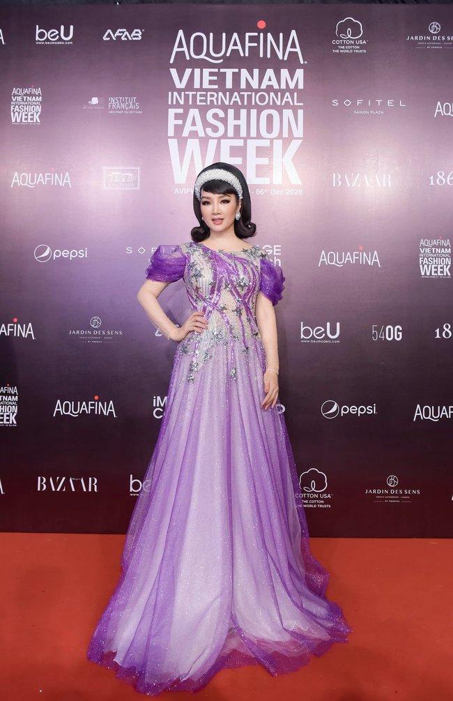 Aquafina Vietnam International Fashion Week ngày cuối: Ngọc Trinh hóa nữ thần, Ninh Dương Lan Ngọc nền nã tựa nàng Tấm  - Ảnh 20.