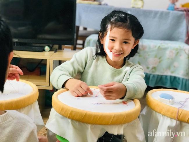 """Mẹ Việt 10 năm sinh 4 con gái, nhìn gương mặt của các bé nhiều người tấm tắc: """"Nhà máy sản xuất hot girl là đây"""" - Ảnh 5."""