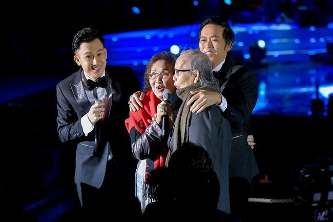 Hoài Linh, Dương Triệu Vũ song ca hòa quyện, xúc động kể lại kỷ niệm cùng bố mẹ - Ảnh 7.
