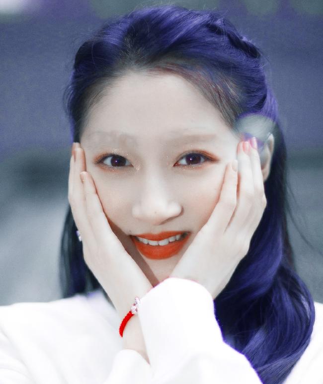 Việc mất đi lông mày khiến Quan Hiểu Đồng có hơi khác so với bình thường. Tuy nhiên theo nhiều netizen thì cô vẫn rất xinh đẹp và ngọt ngào, sự thiếu hụt lông mày dường như không ảnh hưởng quá nhiều đến nhan sắc của bạn gái Lộc Hàm.
