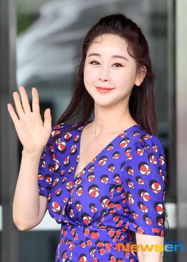 Cuộc sống khác biệt của 3 sao nữ Hàn lấy chồng Trung Quốc - Ảnh 7.