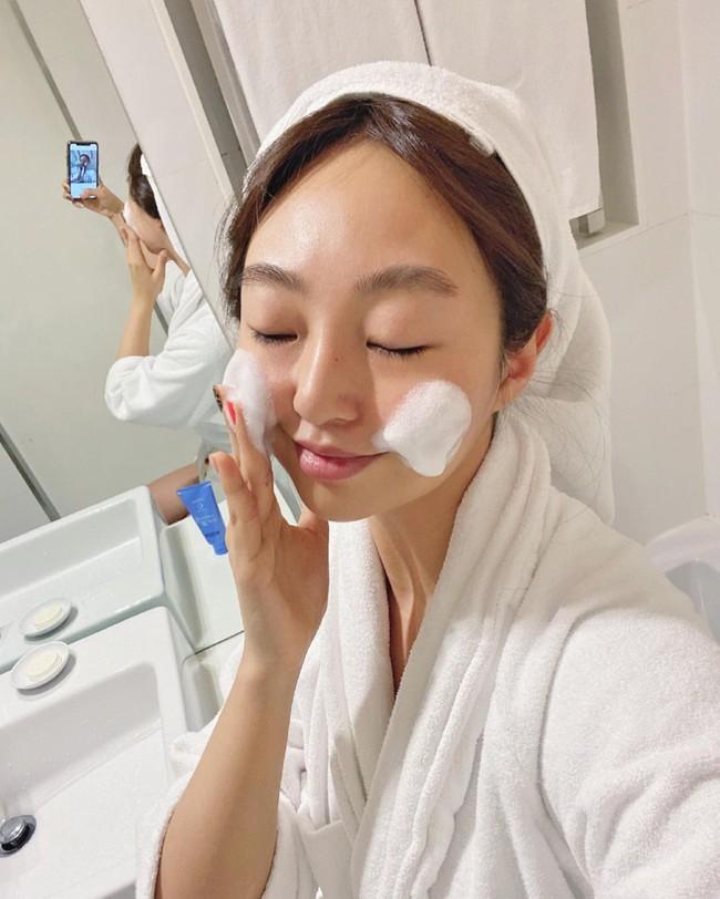Bác sĩ bật mí 5 mẹo rửa mặt cho da sạch đến từng lỗ chân lông, theo thời gian da càng thêm tươi sáng mịn màng - Ảnh 5.