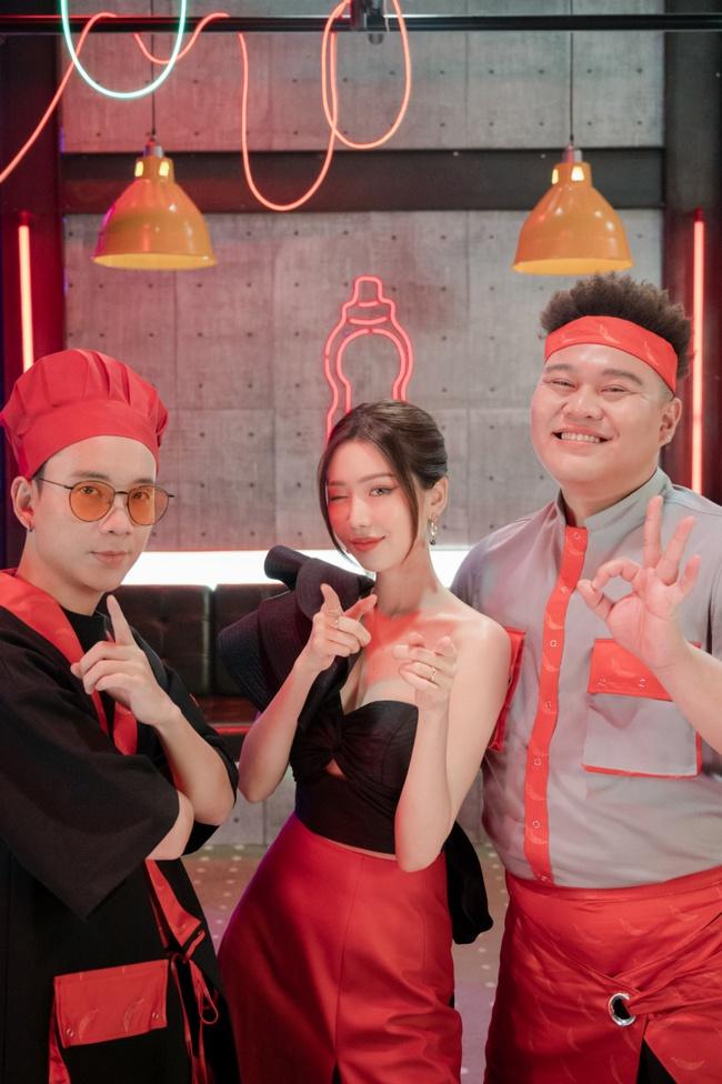 Mừng sinh nhật, Min hóa cô chủ sexy hết cỡ khoe vũ đạo đáng yêu cùng JustaTee và Yuno BigBoi - Ảnh 4.