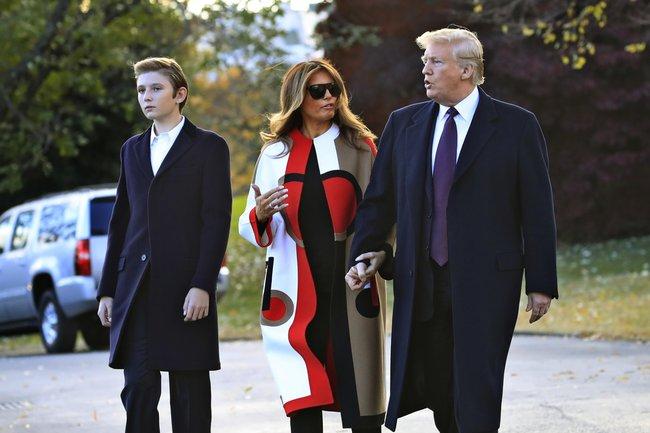 """Nguồn tin thân cận tiết lộ kế hoạch chuẩn bị cho cuộc sống hậu Nhà Trắng của gia đình ông Donald Trump, nhất là lo cho """"Hoàng tử Nhà Trắng"""" - Ảnh 2."""