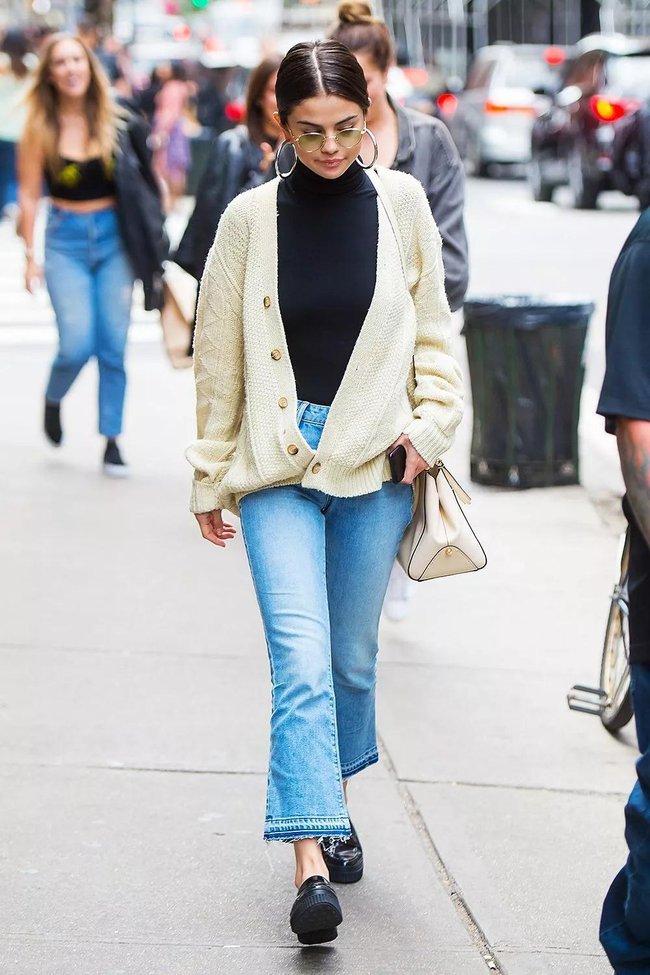 Selena Gomez diện quần jeans theo 11 cách xịn đẹp nức nở và tôn dáng hết cỡ, chị em nên học theo ngay khỏi nghĩ - Ảnh 1.