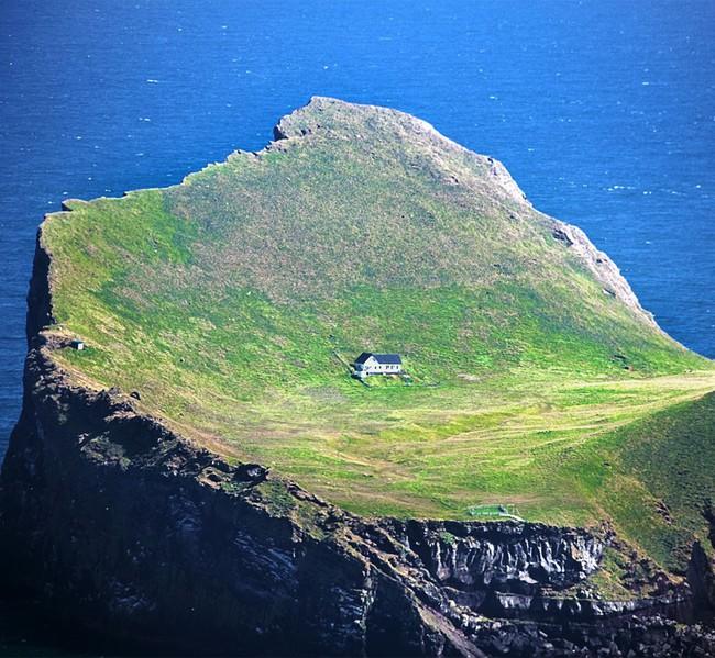 """Sự thật về """"ngôi nhà cô độc"""" bí ẩn nhất thế giới, nằm trơ trọi giữa hòn đảo hoang vắng đẹp như tiên cảnh, khác xa với đồn đoán của cư dân mạng - Ảnh 4."""