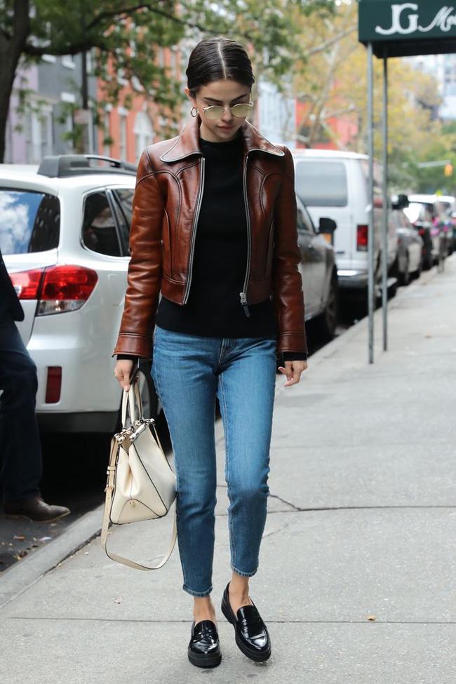 Selena Gomez diện quần jeans theo 11 cách xịn đẹp nức nở và tôn dáng hết cỡ, chị em nên học theo ngay khỏi nghĩ - Ảnh 8.