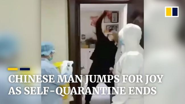 Được bác sĩ thông báo kết thúc 14 ngày cách ly vì dịch Covid-19, người đàn ông có hành động ăn mừng khiến dân mạng phải phì cười - Ảnh 2.
