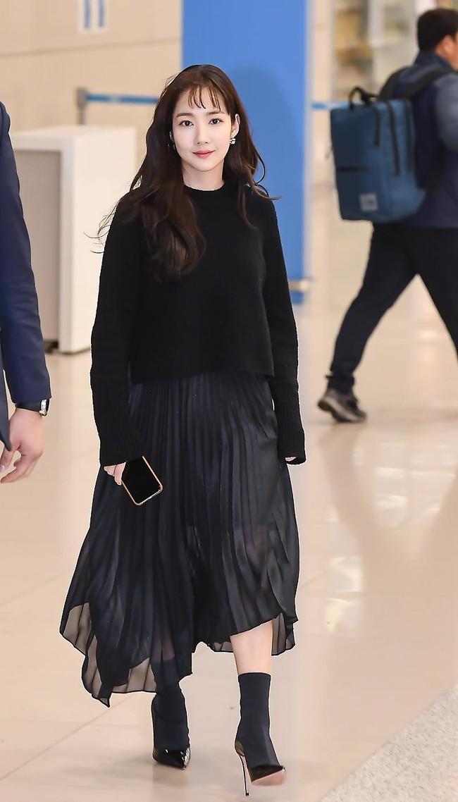 Nhờ áp dụng một chiêu bài mà style sân bay của Park Min Young cứ ngày một sang xịn, bạn học theo là dứt khoát lên đời phong cách - Ảnh 5.
