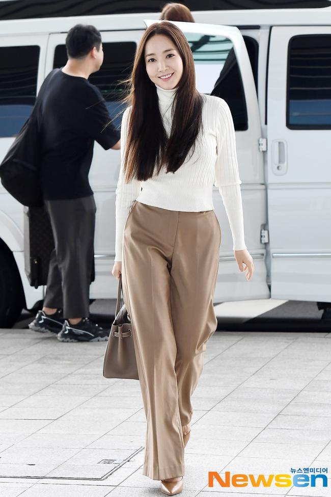 Nhờ áp dụng một chiêu bài mà style sân bay của Park Min Young cứ ngày một sang xịn, bạn học theo là dứt khoát lên đời phong cách - Ảnh 6.