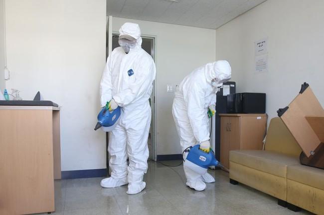 Cập nhật: 115 ca tử vong mới, số ca nhiễm Covid-19 tiếp tục giảm, WHO cảnh báo số ca nhiễm virus corona trên thế giới có thể vượt Trung Quốc - Ảnh 3.