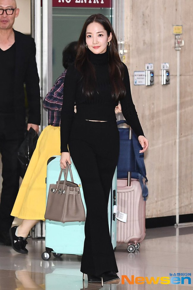 Nhờ áp dụng một chiêu bài mà style sân bay của Park Min Young cứ ngày một sang xịn, bạn học theo là dứt khoát lên đời phong cách - Ảnh 7.