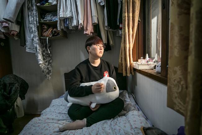 """Hàn Quốc đề cao nhan sắc nhưng phụ nữ nước này giờ chạy theo phong trào """"Escape the Corset"""": Không trang điểm, chấp nhận sống thật với diện mạo bẩm sinh - Ảnh 1."""