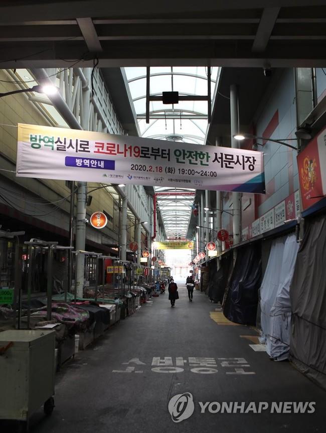 """""""Khu vực chăm sóc đặc biệt"""" Daegu sau khi phát hiện bệnh nhân siêu lây nhiễm virus Covid-19: Đường phố đìu hiu, vắng bóng người như """"thành phố ma"""" - Ảnh 6."""