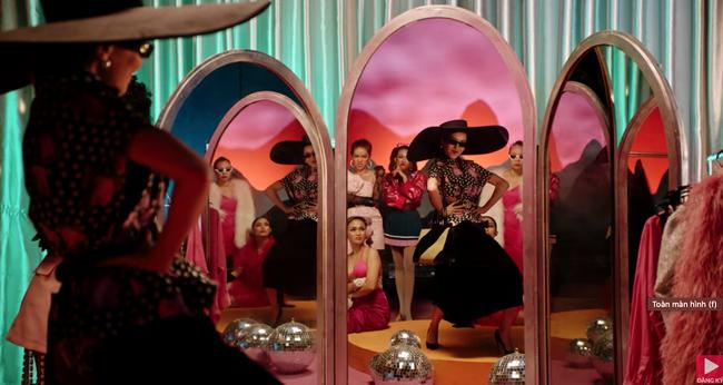 """Ồn ào cũ chưa qua, MV """"Đi đu đưa đi"""" do Denis Đặng làm giám đốc sáng tạo lại bị phát hiện giống """"Black Mirror 4""""  - Ảnh 6."""