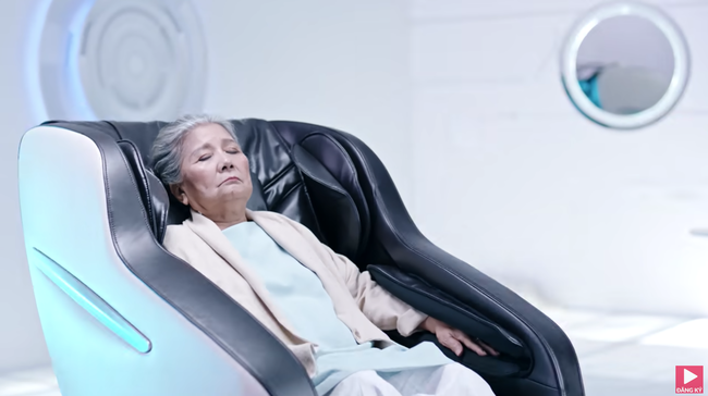 """Ồn ào cũ chưa qua, MV """"Đi đu đưa đi"""" do Denis Đặng làm giám đốc sáng tạo lại bị phát hiện giống """"Black Mirror 4""""  - Ảnh 2."""