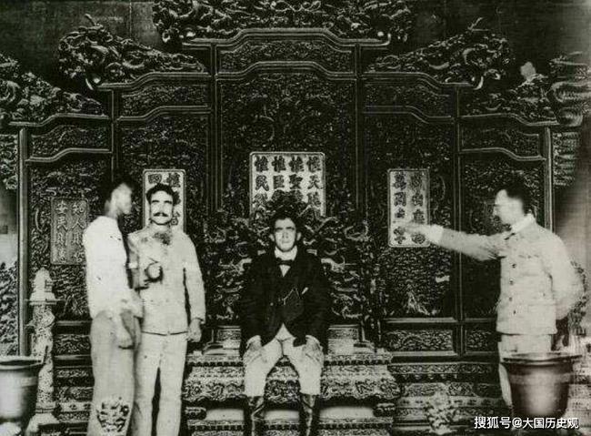 Bí ẩn về chiếc ghế rồng trong Cố Cung: Có 3 nhân vật qua đời khi ngồi trên ghế này và lời nguyền đằng sau khiến ai cũng tò mò - Ảnh 4.