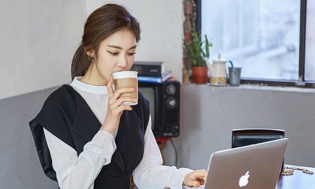 Chuyên gia tiết lộ bí quyết uống 3 ly cà phê một ngày mà không sợ ảnh hưởng sức khỏe, chị em nào thường xuyên uống nên đọc - Ảnh 1.