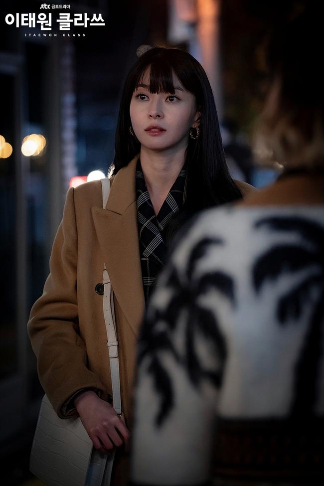 """Mỹ nhân diện đồ công sở đẹp nhất màn ảnh Hàn đợt này hẳn là """"tình tin đồn"""" của Lee Jong Suk: Ăn vận đơn giản mà độ sang xịn có thừa - Ảnh 8."""