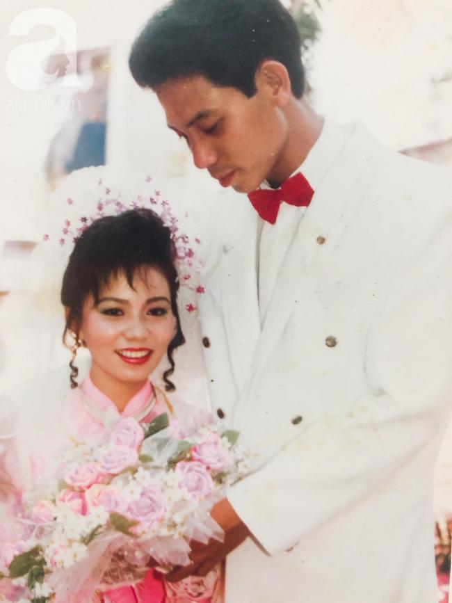 """Người đàn ông Hà Nội mê mẩn cô gái Sài Gòn 16 tuổi trong chuyến công tác mà nên vợ nên chồng, 26 năm bên nhau vẫn hạnh phúc nhờ bí quyết: """"Tất cả tài sản trong tay vợ"""" - Ảnh 2."""