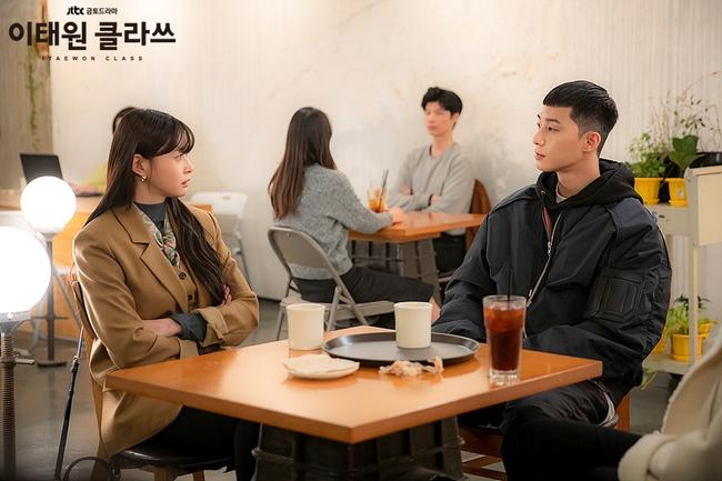 """Mỹ nhân diện đồ công sở đẹp nhất màn ảnh Hàn đợt này hẳn là """"tình tin đồn"""" của Lee Jong Suk: Ăn vận đơn giản mà độ sang xịn có thừa - Ảnh 10."""