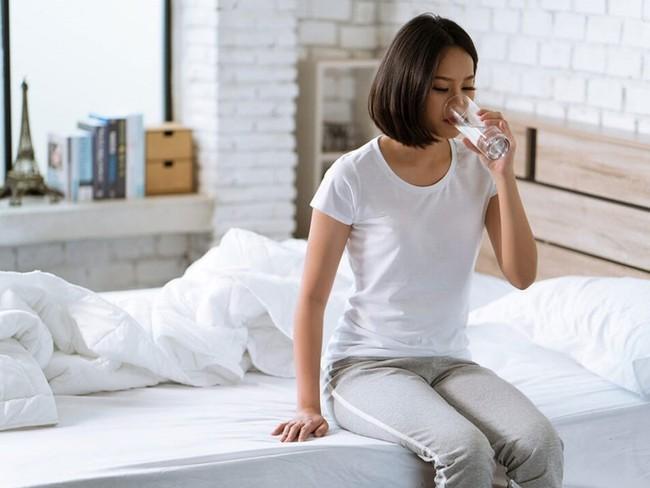 3 thói quen uống nước không chỉ ảnh hưởng thận mà còn khiến tim bị suy yếu - Ảnh 4.