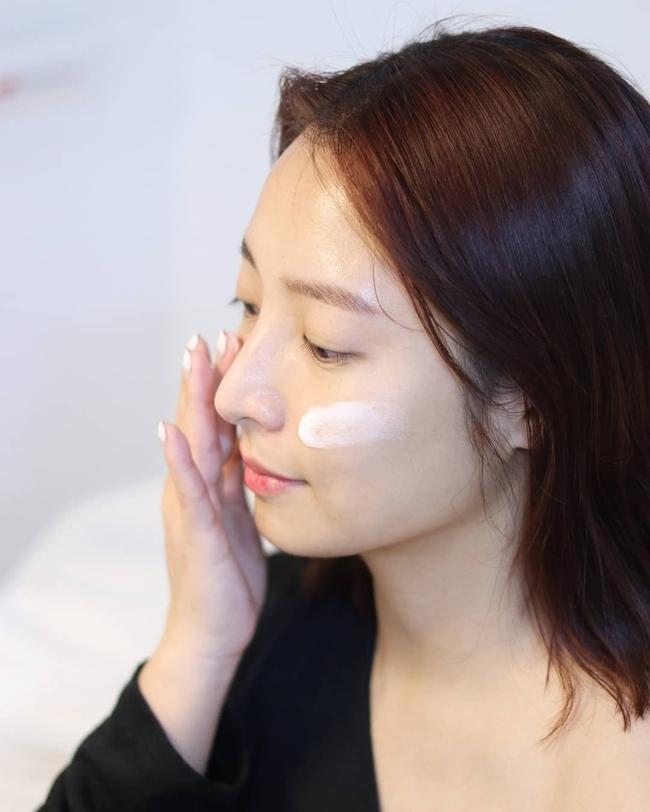 """Một quy trình skincare hiệu quả vào mùa Đông có thể khiến da """"toang"""" vào mùa Xuân nếu bạn không lưu ý 4 điều - Ảnh 2."""