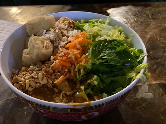 """Một """"siêu đầu bếp"""" gây bão mạng xã hội khi chê món ăn ở quán của Christine Hà - Ảnh 3."""