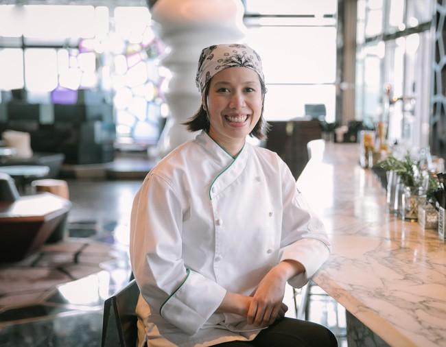 """Một đầu bếp Việt nổi tiếng gây bão mạng khi thẳng thừng chê món ăn ở quán Vua đầu bếp Christine Hà không ngon, nhân viên """"mặc áo bông rẻ tiền làm order và ăn nói rất bố láo""""? - Ảnh 1."""