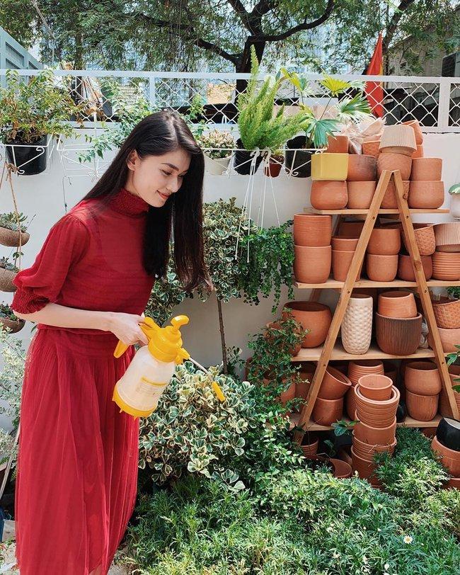 Á hậu Thùy Dung có bao ý tưởng diện váy đẹp xinh và thanh lịch thế này, chị em không tham khảo thì quá phí - Ảnh 10.
