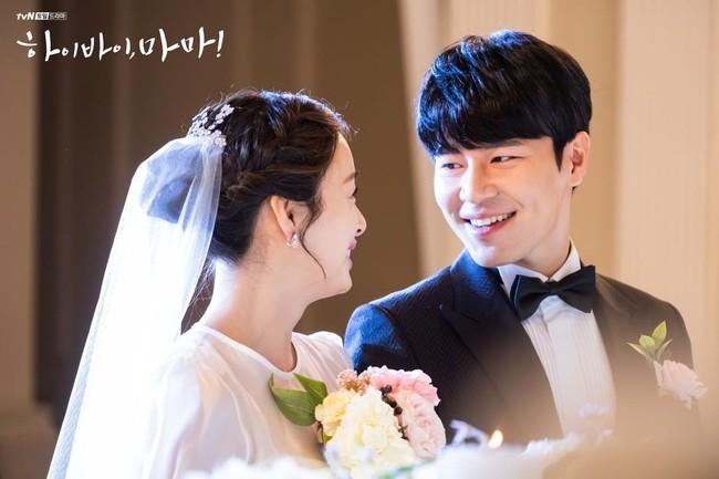 """Kim Tae Hee xinh ngất ngây khi mặc váy cưới một lần nữa nhưng có lẽ không thể sánh bằng """"cô dâu xịn"""" bên Bi Rain - Ảnh 4."""