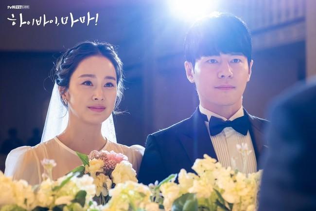 """Kim Tae Hee xinh ngất ngây khi mặc váy cưới một lần nữa nhưng có lẽ không thể sánh bằng """"cô dâu xịn"""" bên Bi Rain - Ảnh 1."""