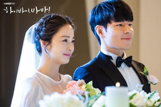 """Kim Tae Hee xinh ngất ngây khi mặc váy cưới một lần nữa nhưng có lẽ không thể sánh bằng """"cô dâu xịn"""" bên Bi Rain - Ảnh 3."""