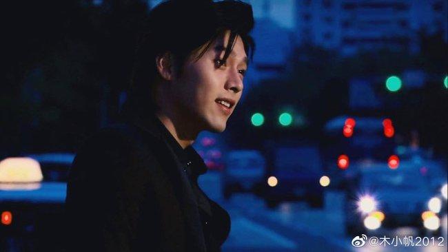 """Loạt ảnh tuổi 23 của Hyun Bin gây bão weibo vì sở hữu """"combo"""" gây sát thương:  Góc nghiêng cực phẩm lại thêm má lúm đồng tiền  - Ảnh 5."""