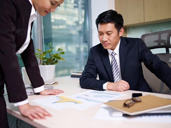 Bắt nhân viên làm đánh giá đồng nghiệp bằng khảo sát, người sếp gây phẫn nộ với toàn công ty nhưng kết quả cuối cùng là điều mà lão ta không ngờ tới - Ảnh 2.