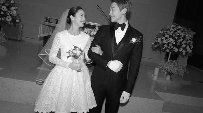 """Kim Tae Hee xinh ngất ngây khi mặc váy cưới một lần nữa nhưng có lẽ không thể sánh bằng """"cô dâu xịn"""" bên Bi Rain - Ảnh 6."""