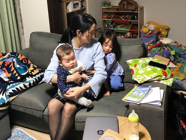Chia sẻ bí quyết ở nhà chăm con nhàn tênh, bà mẹ 2 con được các mẹ bỉm sữa vỗ tay tán thưởng rào rào - Ảnh 1.