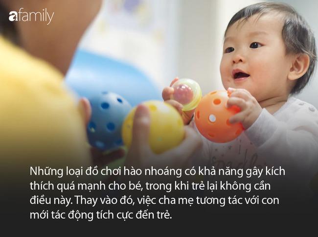 Trẻ đang chơi mà chán, đưa cho con món đồ chơi khác không phải ý hay, đây mới là việc bố mẹ nên làm - Ảnh 5.