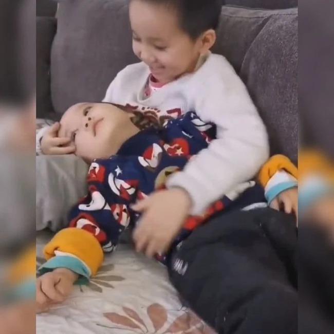 Mẹ chia sẻ hình ảnh hai anh em yêu thương nhau khiến cộng đồng mạng tấm tắc khen ngợi - Ảnh 3.