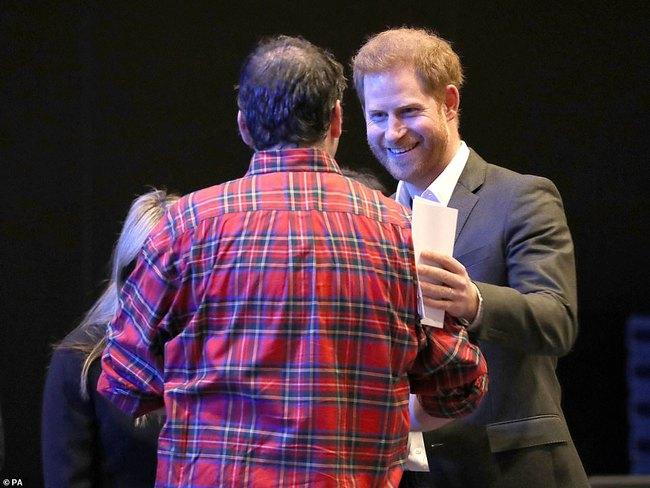 """Hoàng tử nước Anh chính thức lộ diện công khai và đưa ra yêu cầu đặc biệt với mọi người: """"Hãy gọi tôi là Harry!"""" - Ảnh 2."""