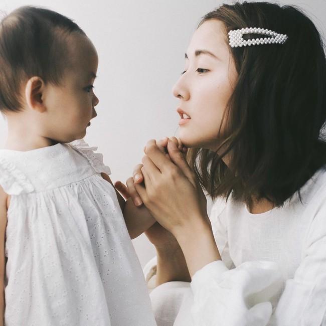 Phong cách cho con lên sóng của Julia Đoàn: Không cần lồng lộn nhưng cực hút mắt vì cứ trong trẻo, tinh khôi - Ảnh 4.