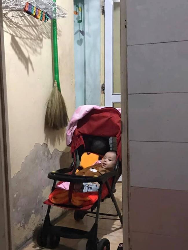 """Đi vệ sinh cũng phải cho con vào làm """"khán giả"""" - bức ảnh khiến bao mẹ bỉm sữa đồng cảm vì cảnh con quấn mẹ không rời - Ảnh 8."""